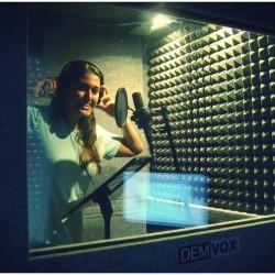 Ana Vinuela - ECO100-1